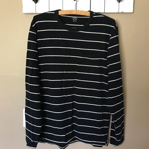 🔥 3/$10 Old Navy Black & White Striped Shirt